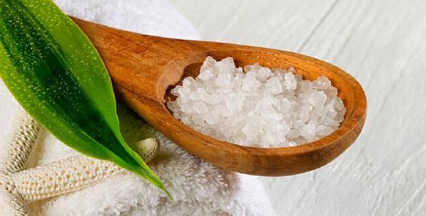 SOUND: http://www.ruspeach.com/en/news/10284/     Солевые и сахарные скрабы являются самыми простыми домашними средствами ухода за телом. Такой скраб делает кожу свежей, чистой и очень мягкой. Для приготовления этого простого, но очень эффективного скраба смешайте 1 чайную ложку соли