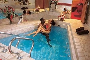 17 best pocono images on pinterest romantic getaways for Couples long weekend getaway