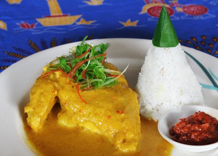 Kembang Goyang Restaurant serves authentic food from Eastern java. Ayam Lodho Pantai Utara is cooked with spices, seasonings and coconut milk. Served with rice and sauce, it is highly recommended to experience. Taste it at only IDR 68,000 net per portion.