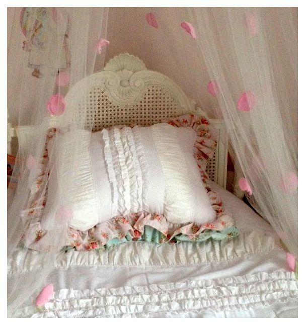 Nuevos almohadones para un cuarto de nena en tonos rosas y blanco!