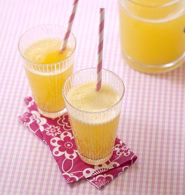 Une boisson rafraîchissante et désaltérante pour l'été à faire avec de l'ananas et du gingembre frais. Ajoutez un jus de citron et servez ce cocktail bien frais Read more at http://www.odelices.com/recette/jus-d-ananas-au-gingembre-r3590/#lJkqPfx9lepZzE4R.99