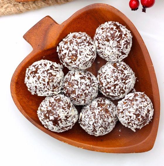 Disse SUNDE JULEKUGLER M. KOKOS er et perfekt alternative til de traditionelle kokoskugler.Deer en lækker