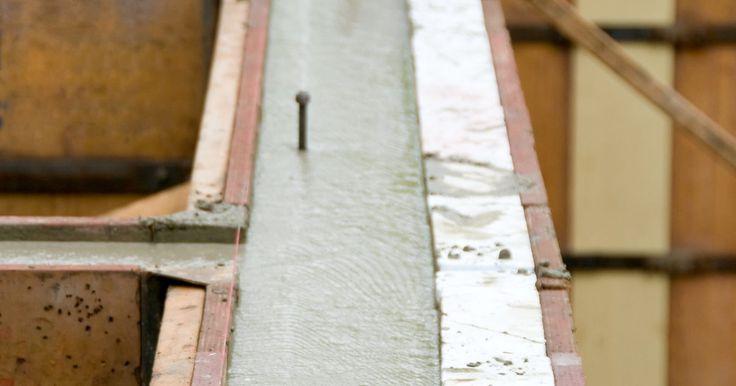 Faça-você-mesmo Blocos de construção EPS espumados. Paredes de fundação são geralmente construídas com blocos de concreto ou concreto derramado, pois esses materiais fornecem uma base forte e durável para uma casa ou edifício. No passado, uma parede de concreto vazado seria feita construindo uma forma de madeira para a parede, vertendo o concreto e, em seguida, removendo a forma após o cimento ter ...