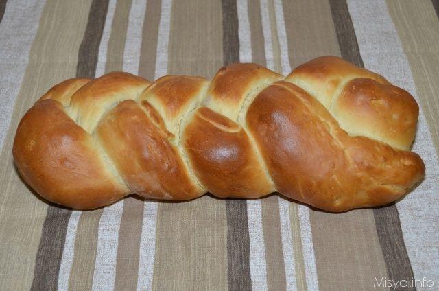 Procedimento per preparare la treccia di pan brioche ripiena   Versa il latte, l'olio e lo zucchero nel boccale e imposta 40• vel 1Unisci l'uovo e il lievito di