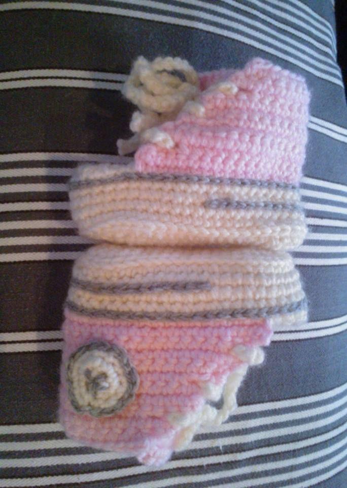 Janitan kätösistä: Vauvan virkatut tennarit tossut vauvalanka ohje reaverse converse