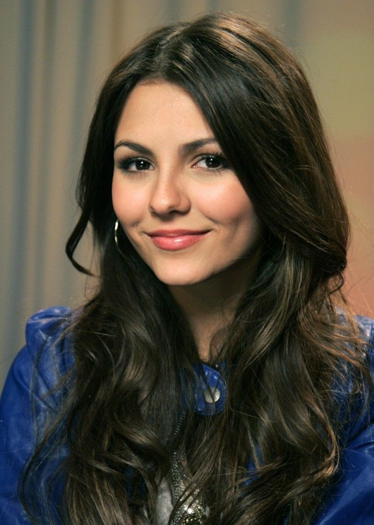 I'm in love with most of the girls on Victorious (SHUT UP IT'S A GOOD SHOW), and Victoria Justice with her beautiful eyes, great hair, and perfect cheekbones is right up there with the others. <3