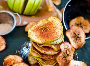 Lekker gezond snacken met deze appel kaneel chips. En omdat deze snack maar uit tweeingrediëntenbestaat, zijn ze echt heel makkelijk om te maken! Wat heb je nodig? 2 appels (afhankelijk van het aantal personen, 1 appel p.p.) een paar snufjes…