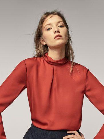 HEMD MIT GERIPPTEM STEHKRAGEN UND SCHLEIFE AM RÜCKEN für DAMEN - Hemden und Blusen - Alles anzeigen auf Massimo Dutti für  Herbst Winter 2017 für 59.95. Natürliche Eleganz!