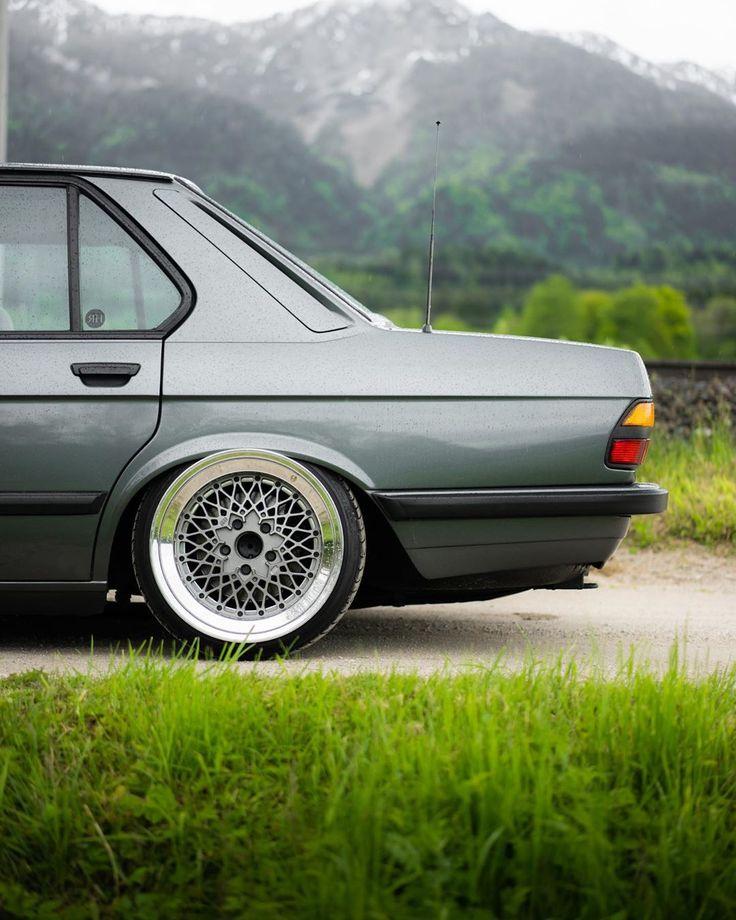 NEUER FILM! Wir haben uns mit @maiery_ in Worthersee getroffen, um seinen atemberaubenden BMW E28 zu drehen. Jetzt ansehen, in Bio verlinken!