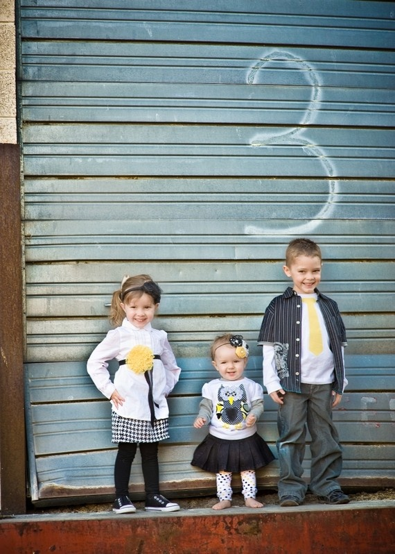 Precious! i love yellow and grey! Great outfits for family photo