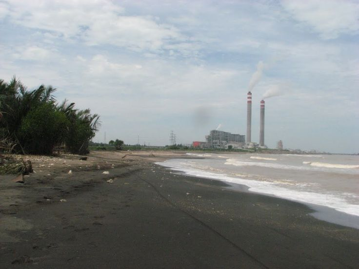 Pantai Bayuran Pesona Pantai Berpasir Hitam di Jawa Tengah - Jawa Tengah