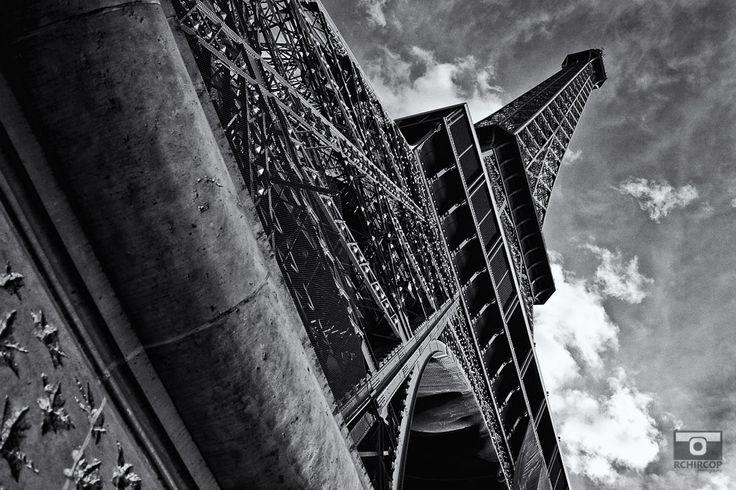 Under the Eiffel Tower, mémoire du paris. #Paris #France #Street Photography #Architecture #Eiffeltower #BlackandWhite #abstract