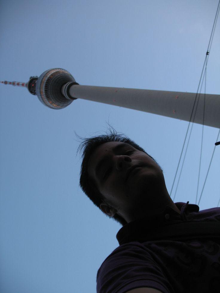 Anocheciendo en #Berlin aquí con el #Fernsehturm #Alemania #Germany #Deutschland