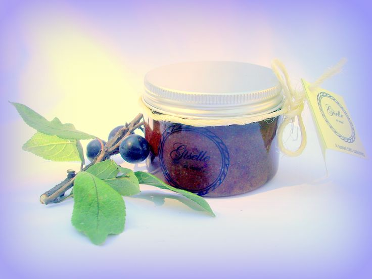 Wild Sloe Body Scrub Anti Cellulite / Ingredients: Wild sloes, sugar cane, healing salts, sea salts,  essential oils (macadamia, apricot kernel, olive, sunflower), essential oil / 100% natural organic product / Giselle et Vous.