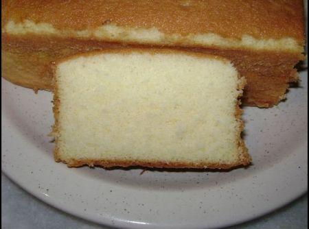 Receita de massa para bolo recheado - 5 ovos, 11/2 xícara de (chá) açúcar, 3 xícaras de (chá) trigo, 1 xícara de (chá) água, 1 colher de (sopa) emulsificante, 1 colher de (sopa) fermento em pó, baunilia