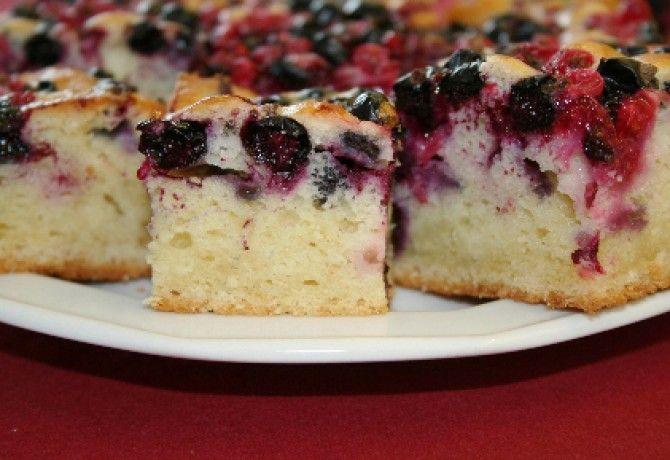 Bögrés-kefires ribizlis süti recept képpel. Hozzávalók és az elkészítés részletes leírása. A bögrés-kefires ribizlis süti elkészítési ideje: 35 perc