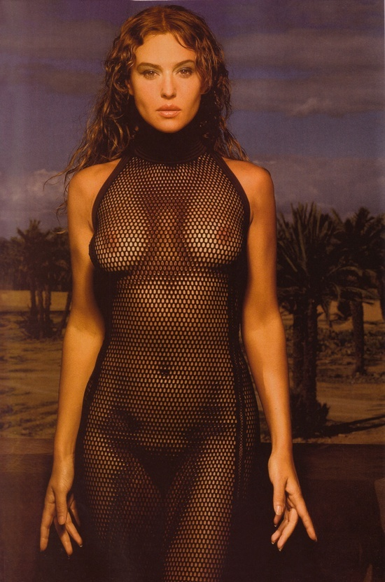 monica-bellucci-nude-beach-scene-tied-tits-milk