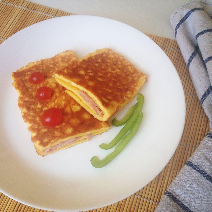 Иногда бывает, что утром есть время неспешно приготовить завтрак, придумать что-то интересное и оригинальное, а иногда наоборот — спешишь и думаешь, что б такого приготовить, чтоб было побыст…