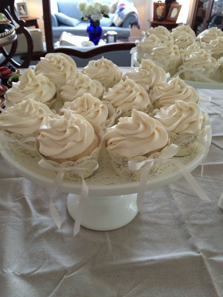 raspberry cupcakes with champagne icing by the mother of the groom!