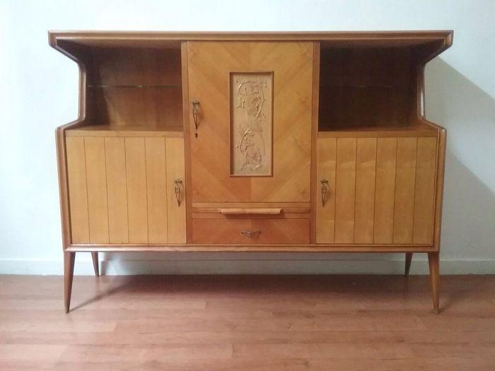 Vintage kabinet, 1950, esdoorn  Omlooptijd:  Omstreeks 1950.  Materialen en technieken:  Esdoorn hout  Maten:  (in cm):  Voorwaarde:  Goed, heeft een licht schoon