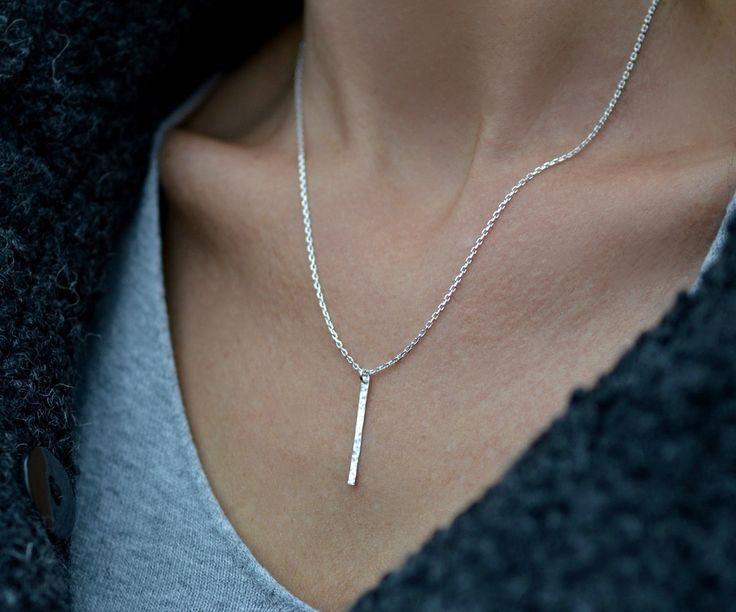 jednoduchý+minimalistický-+ag+náhrdelník+Ručně+vyrobený+náhrdelník+-+minimalistický,+krásný.+Náhrdelník+925/1000.+Tepáno.+výška+čárky+2,8+cm,+očka+zapájena,+řetízek+Ankr+o+d.+45+cm.+Mohu+vyrobit+i+na+náramku+či+na+voskované+šňůrce.+Autorský+mami+Zea!!!+značeno+jak+vyžaduje+pun.+zákon