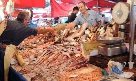 """Lavoro Bari  L'iniziativa di un otorino: """"Le nostre tradizioni sono altre le stiamo rovinando""""  #LavoroBari #offertelavoro #bari #Puglia Addio sushi: un medico lancia a Bari l'Accademia del pesce crudo"""