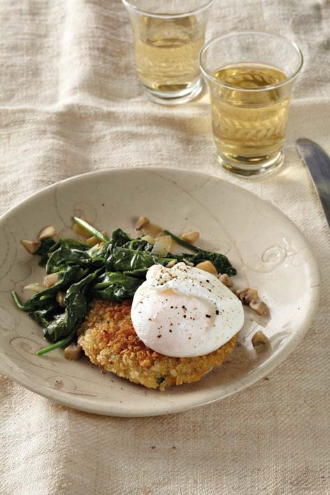 Quinoa cakes with a poached egg and sautéed spinach