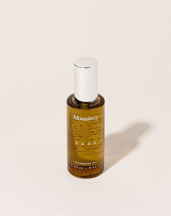 A herbally intoxicating cleansing oil to remove grit and grime. this is a luxurious oil blend with sage hinoki cypress and greek coriander to balance overactive sebum production without stripping the skin of its natural protective oils. ingredients have antibacterial properties to provide gentle healing to the skin while keeping the ph intact. suitable for normal to acne skin types. not suggested for ultra sensitive skin.    how to use:  apply to dry skin and massage the face. remove with…