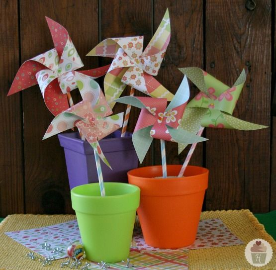 Learn how to make a pinwheel.....great for showing kids the progression of acquiring speech sounds (e.g., isolation, syllables, words, sentences, stories, conversations - and how it is a cycle!)