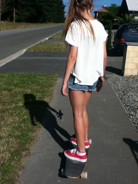 summer, girl, friends, skirt, hair, fashion, off the wall, skate, vans, denim, skater girl, ponytail, hipster, dope, skateboard