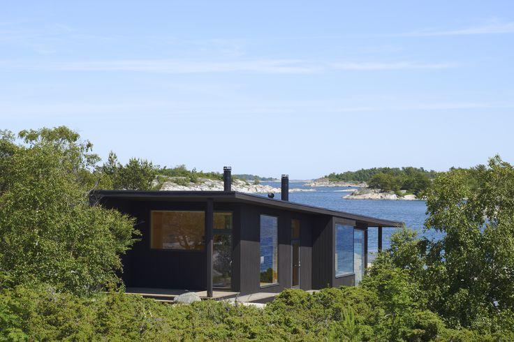 Nominated Architecture house in Sweden, vote for this in Rödfärgspriset 2016. Bodby, i ytterskärgården. Arkitekt Cecilia Margen Wigow