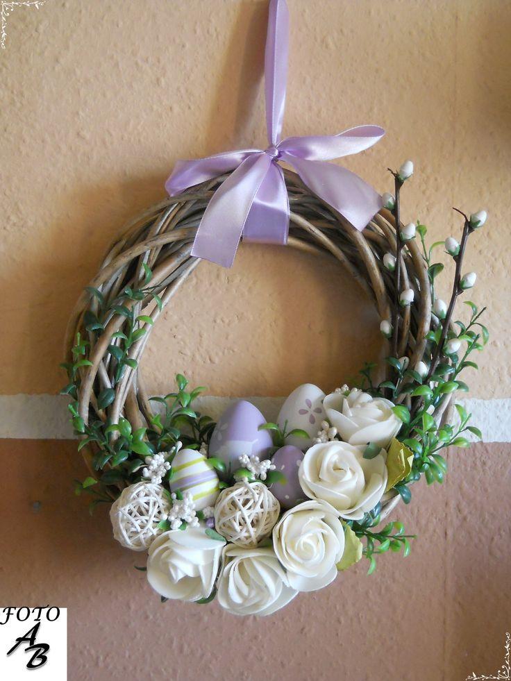 Easter wreath on door / Wianek wielkanocny na drzwi