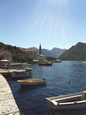 Préparer son voyage au Monténégro | Violaine Ballivy | Monténégro. Les jolies terrasses ne manquent pas dans la région des bouches de Kotor. Ici :Perast.