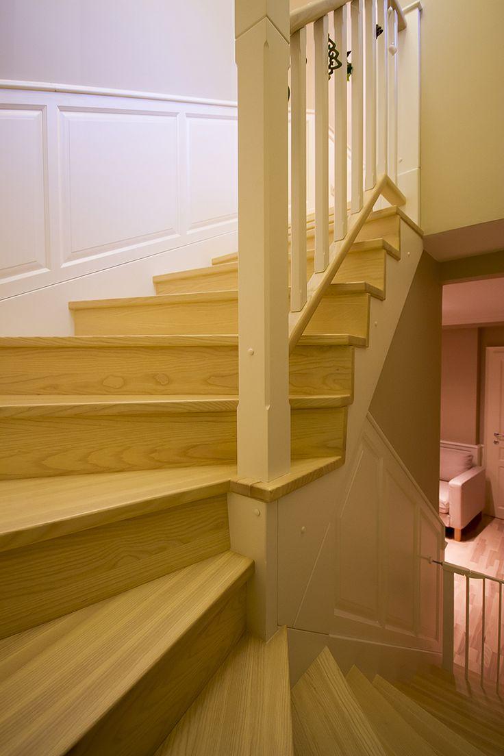 Kőrisfa és festett MDF. lépcső burkolás