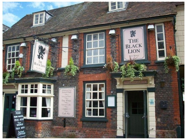 THE BLACK LION ~ A nice pub where you can just drop in to meet the locals and have a light meal ~ located in Leighton Buzzard, England, just out of London