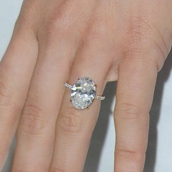 The 7 Most Gorgeous Celebrity Engagement Rings of 2015: Glamour.com