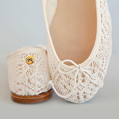 You don't need to wear heels to feel wonderful at your wedding   #JosefinasPortugal #WeddingDay