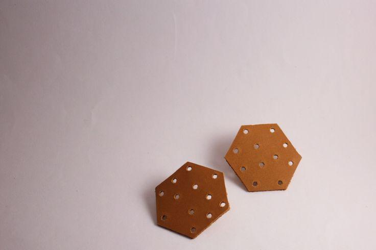 Pelleapois - orecchini esagono beige : Orecchini di lematildine