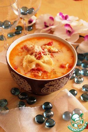 Итальянский куриный суп Сыр твердый — 2 ст. л. Сливки (10%) — 1 стак. Масло оливковое (1 ст.л. - в макароны, 2 ст.л - для жарки овощей) — 3 ст. л. Томаты в собственном соку — 300 г Сельдерей черешковый (2 стебля) — 2 шт Перец болгарский (у меня половинка красного и половинка желтого) — 1 шт Лук репчатый — 1 шт Курица (я использовала куриные бедра) — 500 г Макаронные изделия — 250 г Соль (по вкусу) Бульон (куриный или вода) — 1,5 л