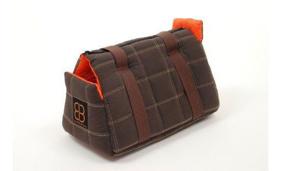 Petego Bitty Bag Pet Carrier Tote is a modern pet carrier bag by Italian designer, Emanuele Bianchi.