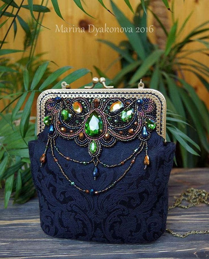 @lovesoul_m  Сумка из бисера. Фермуар. Вышивка из бисера на сумке. Bag from beads. an embroidery from beads. a bag on a fermuara. #beauty #красота #bag #сумочка #сумочкаручнойработы  #сумка  #acsessories #аксессуары #бисер #beads #beadswork #beading #broidery #вышивкабисером  #marinadyakonova #ручнаяработа #embroidery
