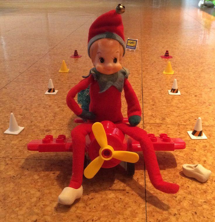 """1. Dec.  Så er han tilbage; Julius vores """"Elf on the Shelf"""""""