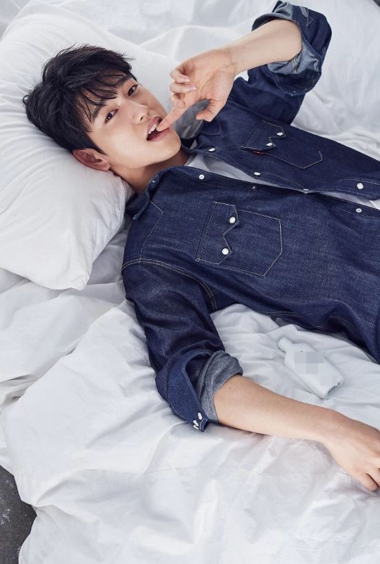 JINYOUNG PLZ! BITING YOUR LIPS JUST MAKES YOU LOOK CUTER! UGHFFHGDGGGGGGG#jinyoung #GOT7 #photoshoot
