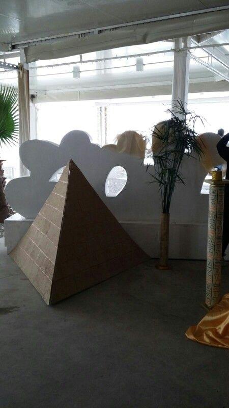 Piramide party egiziano