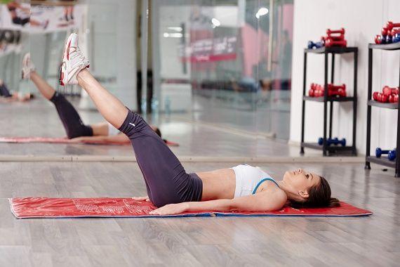Lapos, feszes hasfalat szeretnél? Ezt a 6 gyakorlatot csináld felülések helyett | femina.hu