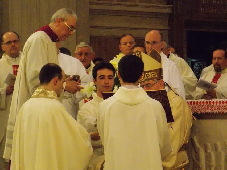 Un momento del rito dell'ordinazione sacerdotale
