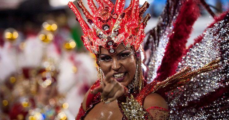 """La historia de la samba como género musical y sus principales exponentes. La samba es un género musical de origen africano surgido en Brasil. Mucho antes de volverse uno de los ritmos más populares de Latinoamérica y el mundo, era una danza de la fecundidad que se practicaba en Angola. El nombre """"samba"""" tiene origen en la palabra """"semba"""" (ombligo, en lengua bantú), dado que la coreografía del baile incluía la frotación ..."""