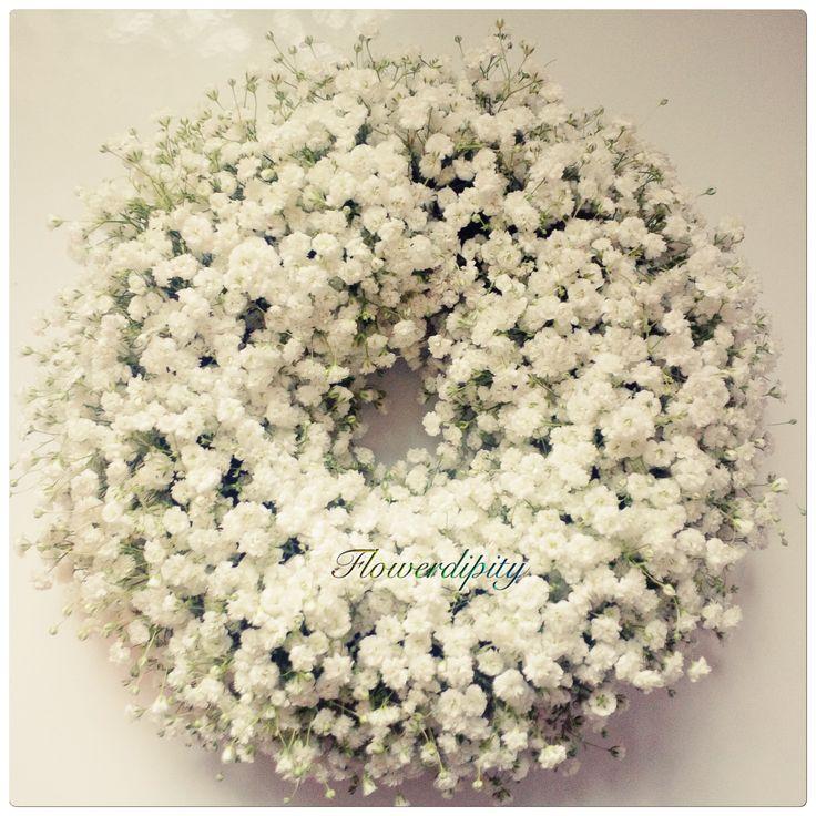 Snow White Christmas decoration   #flowerdipity #snow #white #flowers #Christmas #crown #door #table #decoration