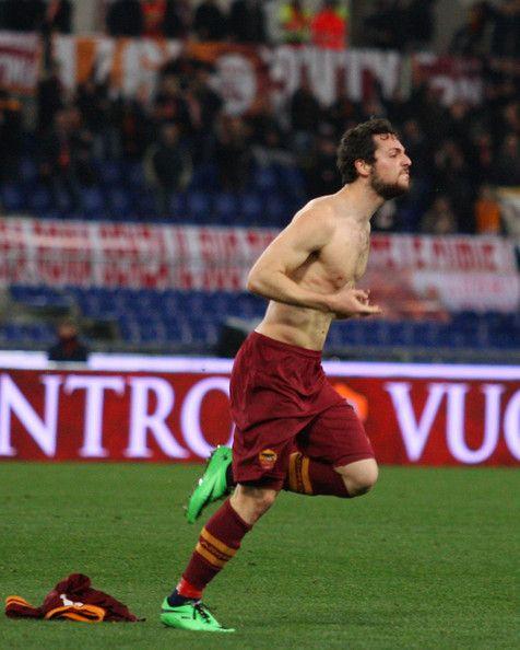 Selebrasi Mattia Destro usai cetak gol ke Gawang Sampdoria