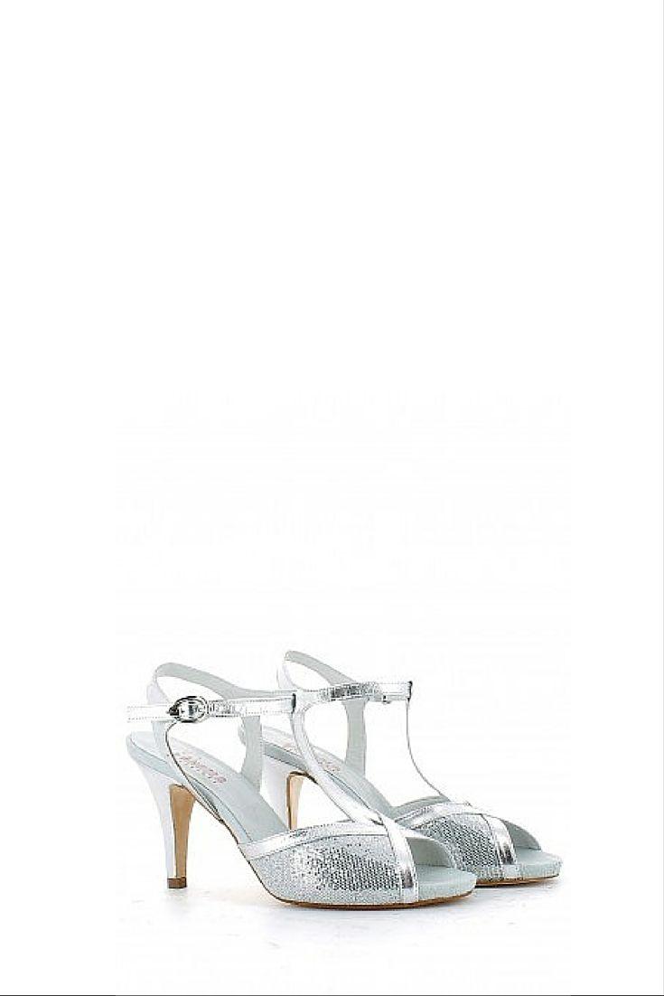 Sandalo da ballo con glitter e t-bar, cinturino alla caviglia, tacco di 9 cm a spillo con sopratacco in gomma, fondo in cuoio. Made in Italy